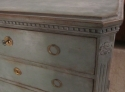 A Swedish painted chest of drawers - picture 3