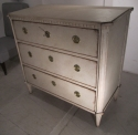 A Swedish painted chest of drawers - picture 2