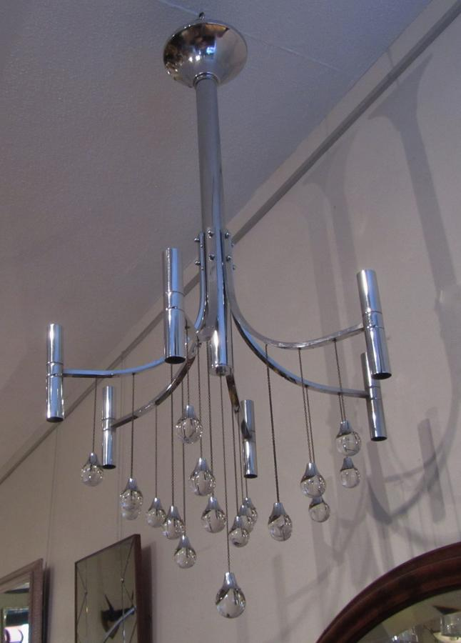 A Sciolari crystal chandelier