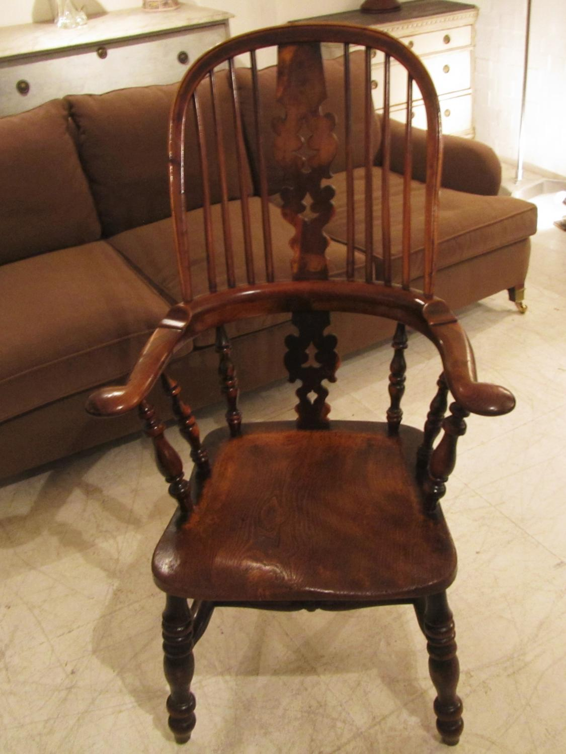A yew wood an elm Windsor chair