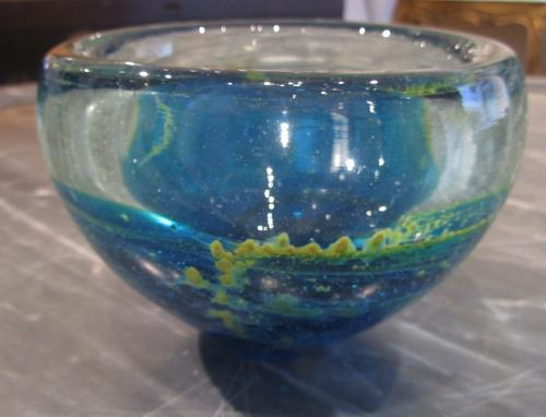An Art glass bowl
