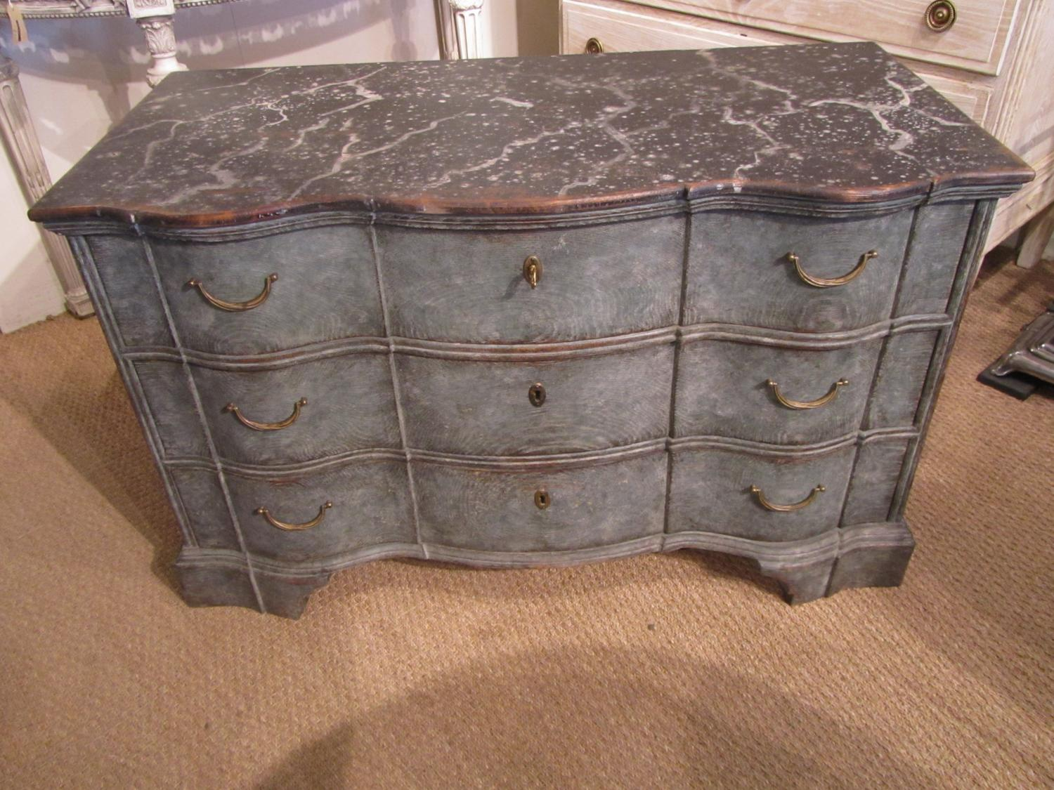 A Swedish serpentine commode