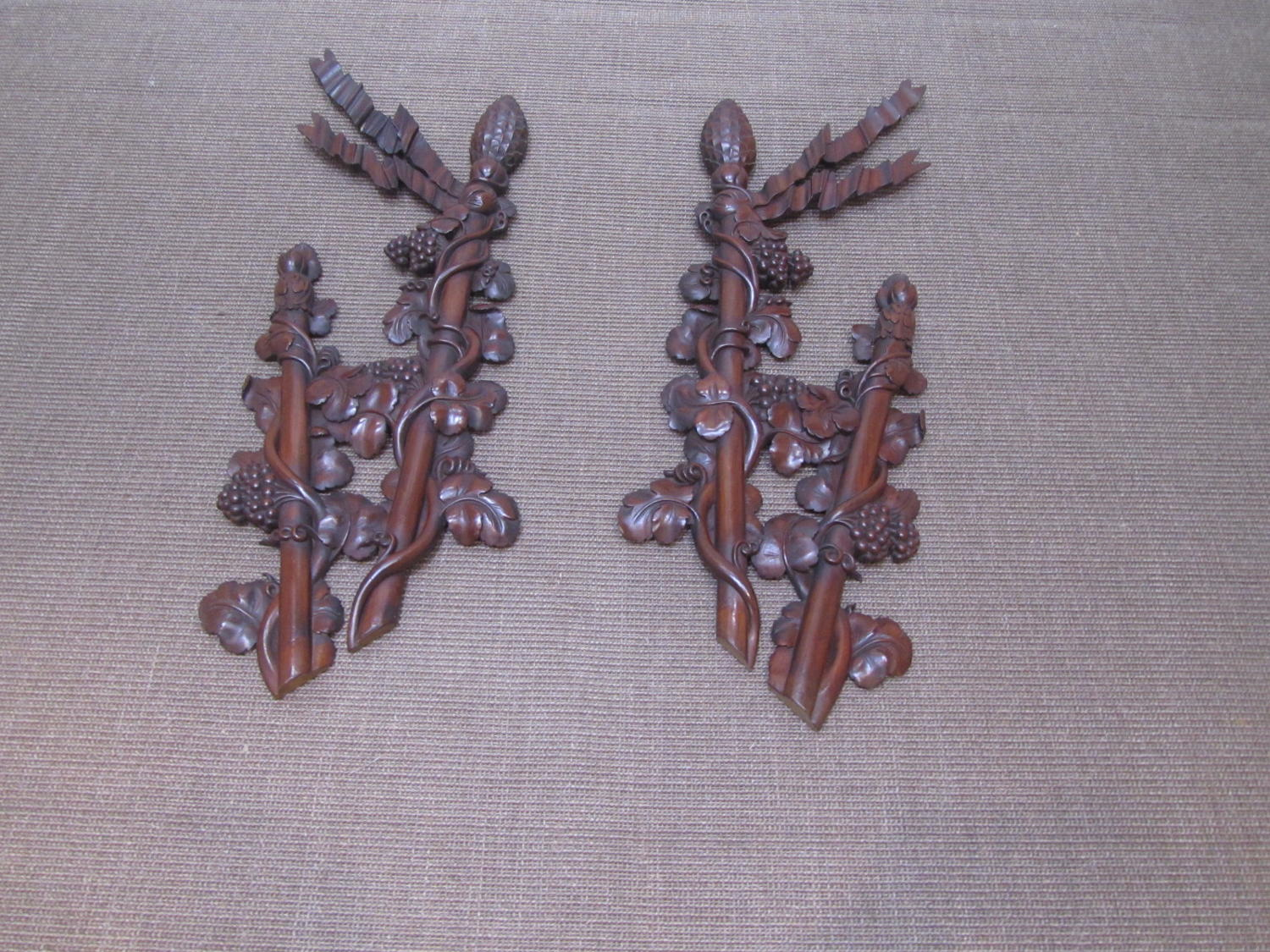 A pair of wall plaques
