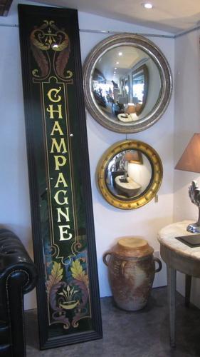 A Marchand de Vin shop panel