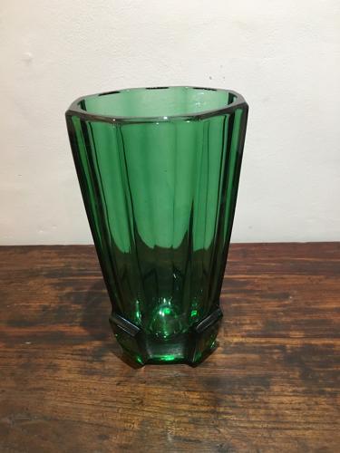 An Emerald Green Art glass vase