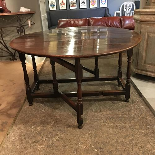 An 18thC Oak gate leg table