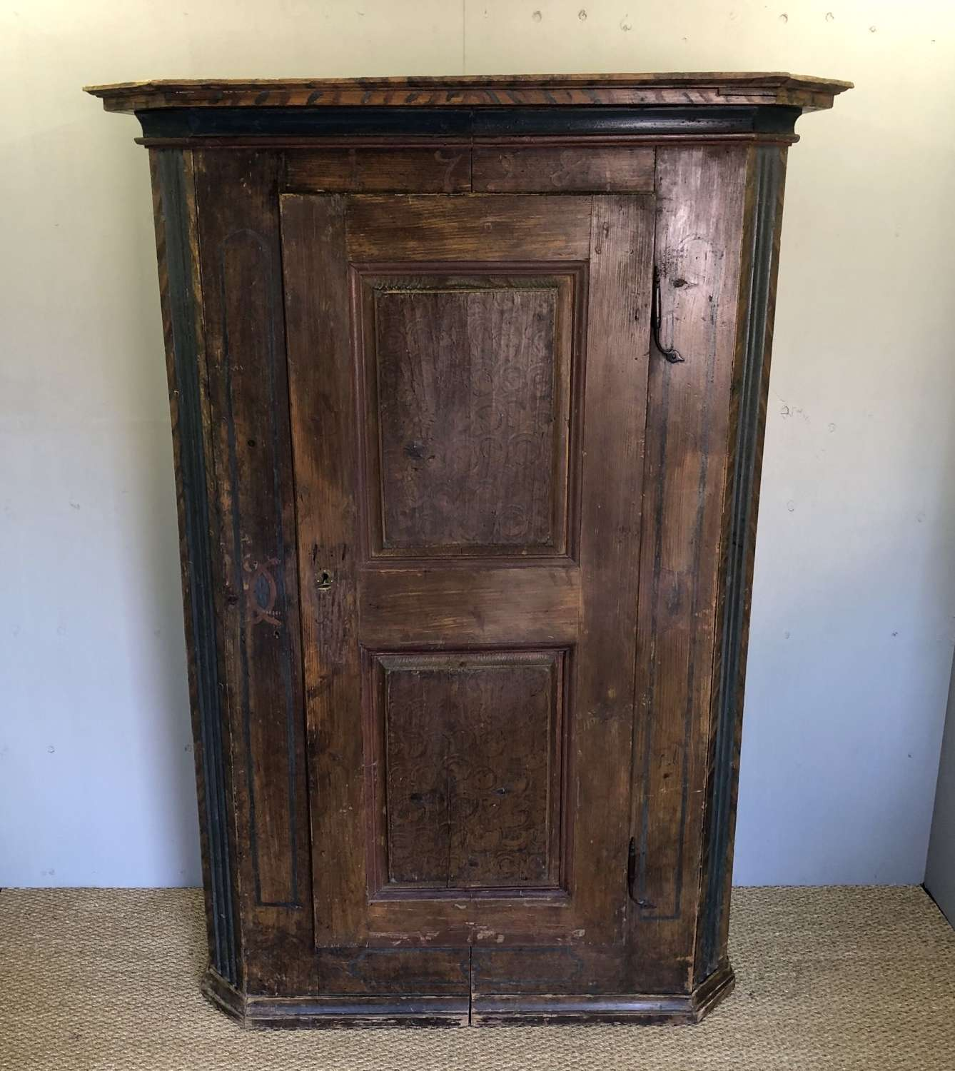 An 18thC Alpine Bonnetiere