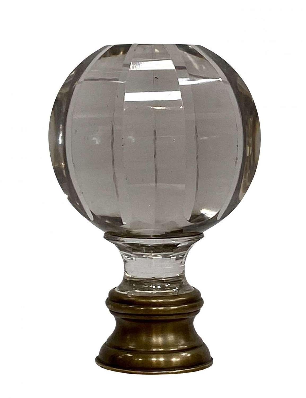 A crystal Boule d'10 escalier
